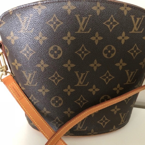 21bc3a11ef43 Louis Vuitton Handbags - Authentic Louis Vuitton Drouot Bag